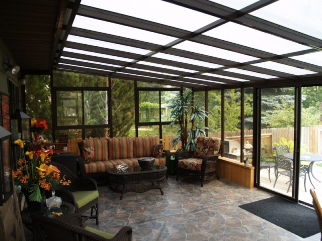Well-decorated interior view of a large sunroom